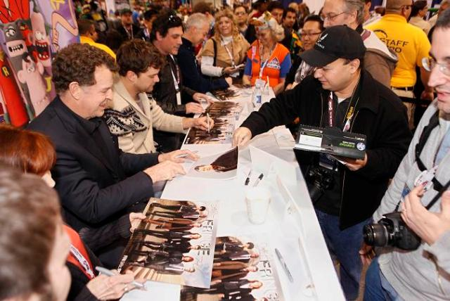 Wondercon 2012 - John Noble and Josh Jackson of Fringe sign autographs
