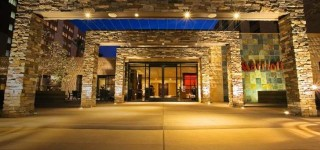 Click to visit and learn more about the Marriott Burbank Hotel!