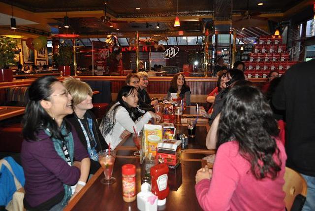 Stargate Vancouver 2012 - Fans lingering after convention