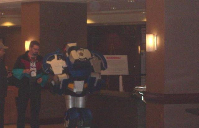 BotCon 2012 - Fans gather in Transformers costumes!