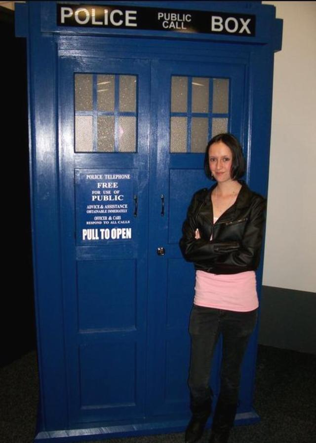 2011 - Armageddon Expo Auckland - Andy at the Tardis2
