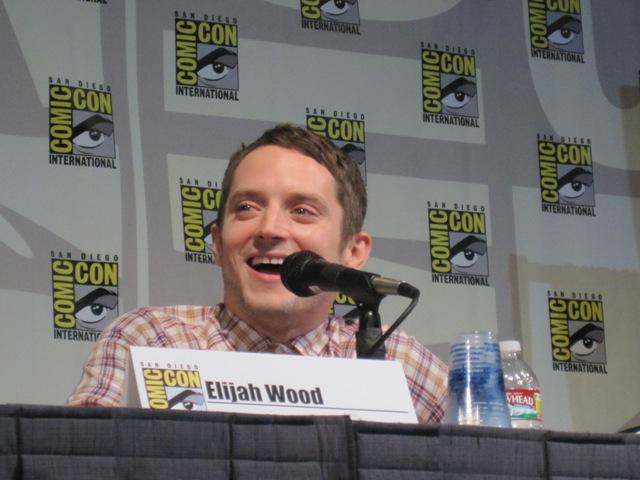 Elijah having fun answering fan questions