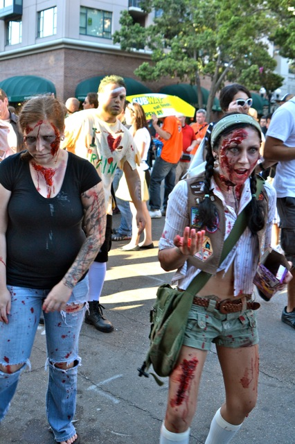 SDCC 2011 experience- zombies-2