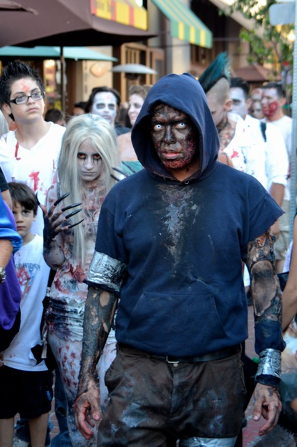SDCC 2011 experience- zombies-3