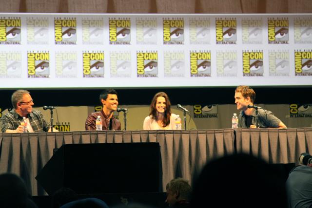 Director, Taylor Lautner, Kristen Stewart, Rob Pattinson take the stage