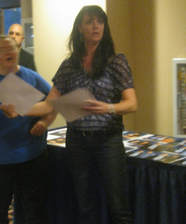 DragonCon 2011 - Amanda Tapping at autograph picture area
