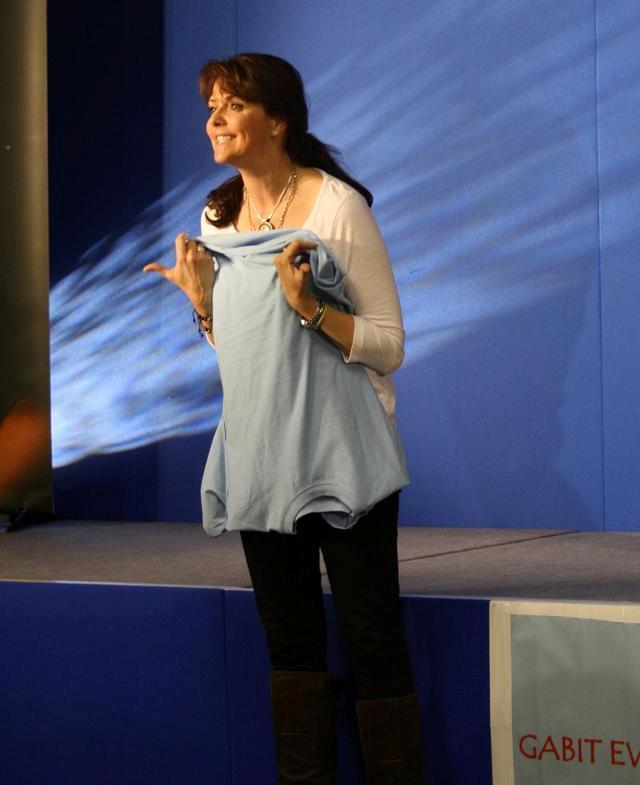 AT5 Amanda at SK4K Auction with T-Shirt