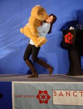 AT5 Amanda hugs huge Teddy Bear for S4K auction