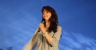 AT5 - Amanda Tapping smiles