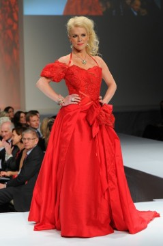 The Heart Truth Canada - Isabelle Maréchal wearing Anne de Shalla