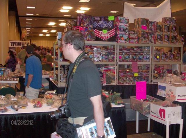 BotCon 2012 - Fan admires cool Transformer items!