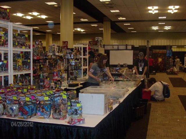 BotCon 2012 - Transformers games delight the fans!