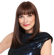 Click to visit and follow Jeanne Beker on Twitter!