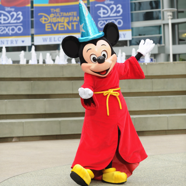 D23 Expo - Mickey Mouse at the entrance - 133022_1443