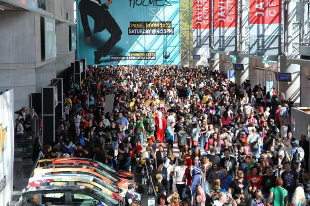 NYCC Day 3 Convention Crowds