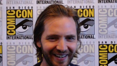 SDCC 2015 Aaron Stanford in Syfy 12 Monkeys Press Room