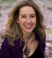 Click to visit and follow Tara Bennett on Twitter!