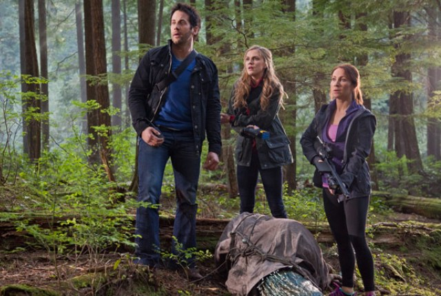 Primeval New World S1x07 - Ange Finch in the field with Evan and Dylan - click to learn more at the official web site!