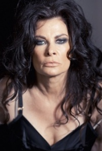 Click to visit and follow Jane Badler on Twitter!