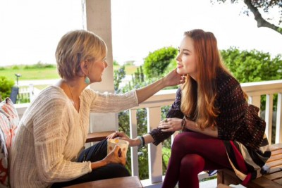 "Cedar Cove S1 - Elyse Levesque as Mary Ellen Sherman with ""Mom"" portrayed by Teryl Rothery"